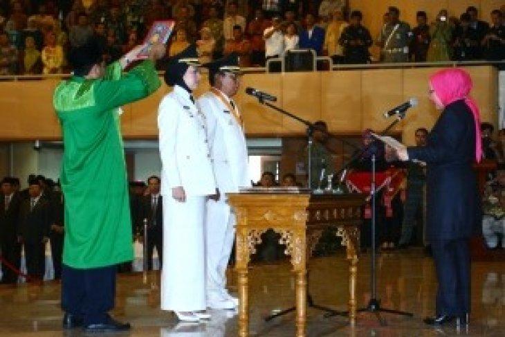 Gubernur Lantik Wali Kota Tangerang Selatan