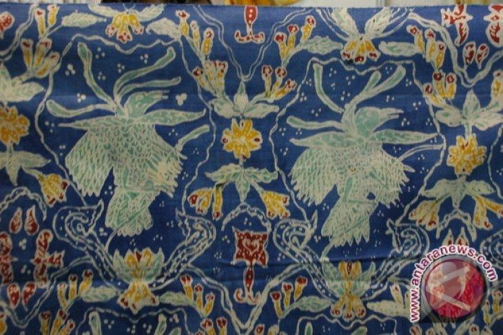Sekolah di Ternate diimbau manfaatkan batik produksi lokal