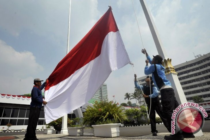 Indonesian red and white flag attracts fewer buyers