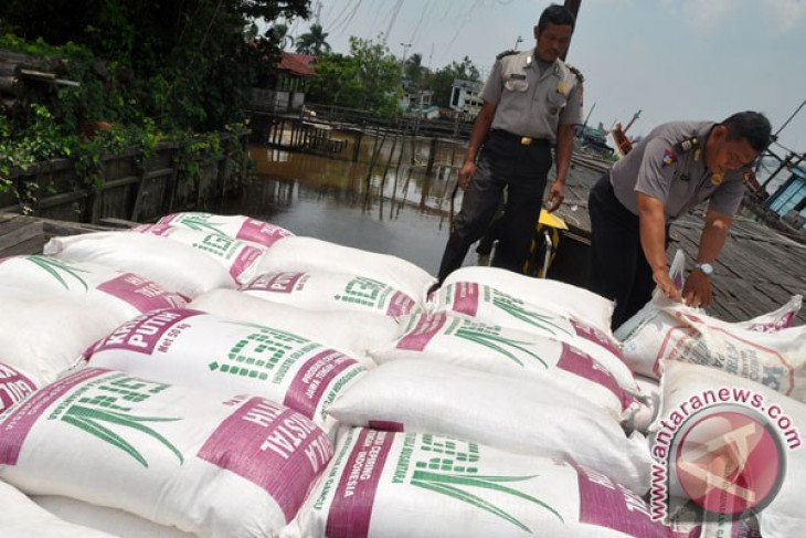 Police seizes 6.9 tonnes of illegal sugar from Malaysia