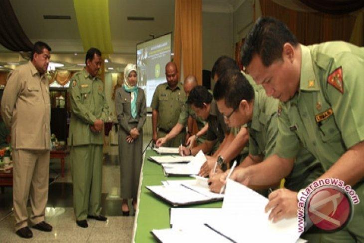 15 SKPD Tanda Tangani Kontrak Kinerja