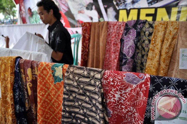 Indonesian Industry Ministry holds Batik Expo