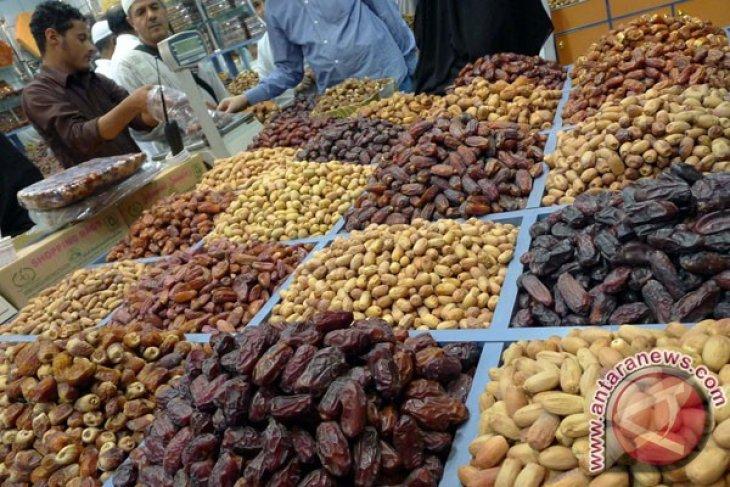Indonesian legislator opposes import of Israel fruits