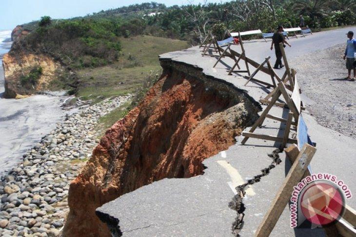 Jalur Kerinci-Bengkulu-Padang lumpuh total