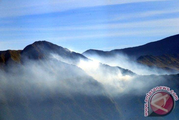 Developing Mount Rinjani tourism through geopark concept
