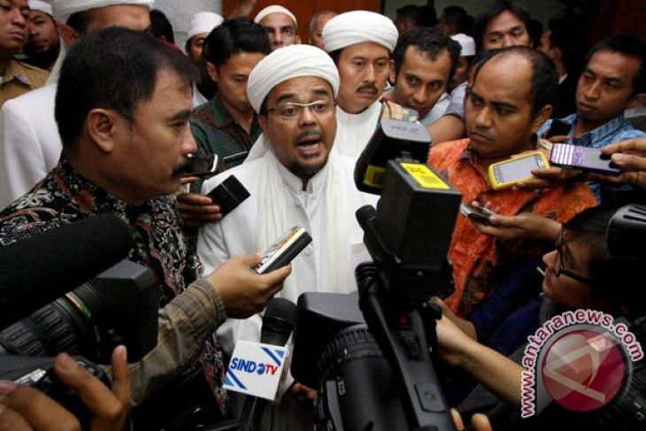 Crowd storms Cilik Riwut airport to bar FPI leader's entry