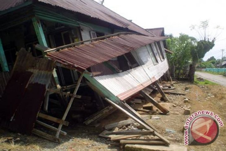 Rumah di bener meriah roboh akibat gempa