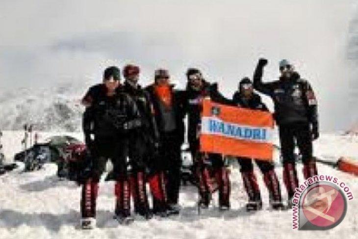 Tim Seven Summits persiapkan aklimatisasi terakhir