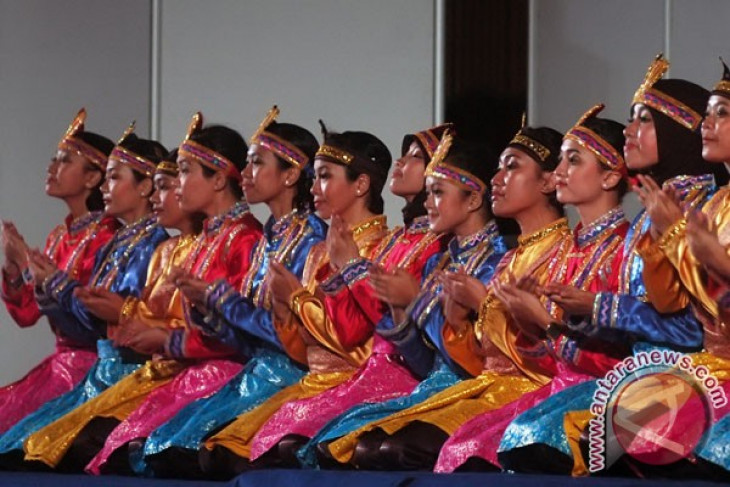 Saman dance stuns Paris community