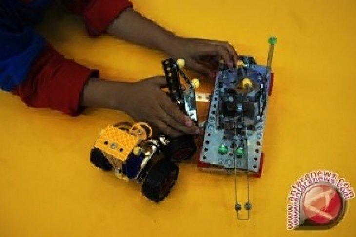 71 Tim Ikuti Kontes Robot Nasional 2013