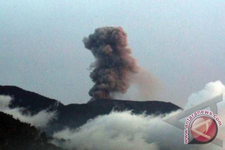 Gunung marapi alami dua kali letusan