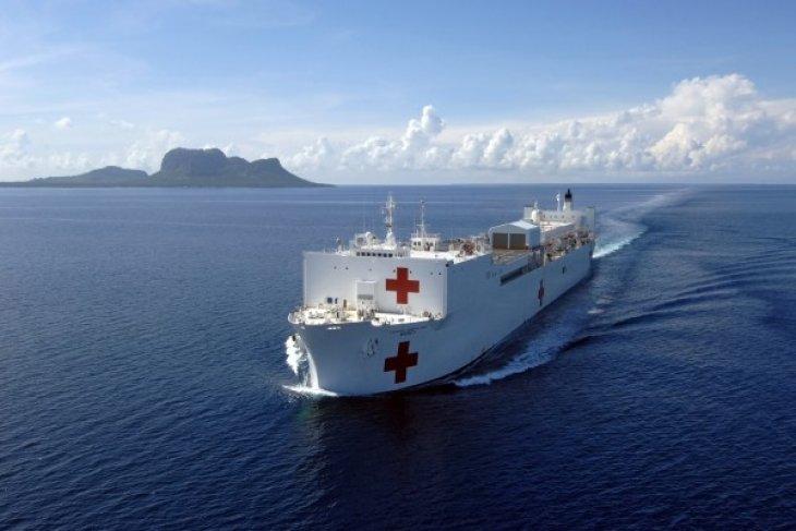 USNS Mercy crew provide medical treatment in N. Sulawesi