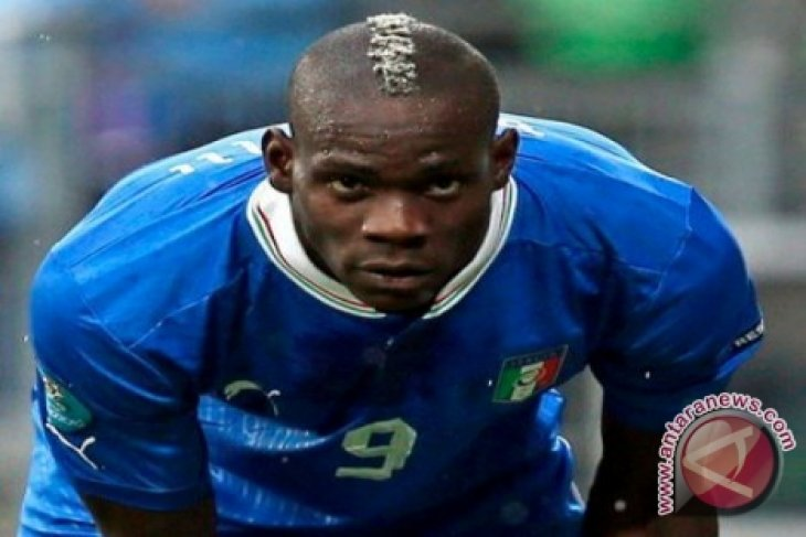 Italia pertahankan rekor tak terkalahkan