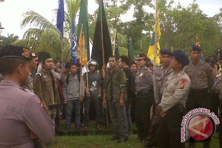 Puluhan Mahasiswa Kalbar Unjuk Rasa Kedatangan Wapres