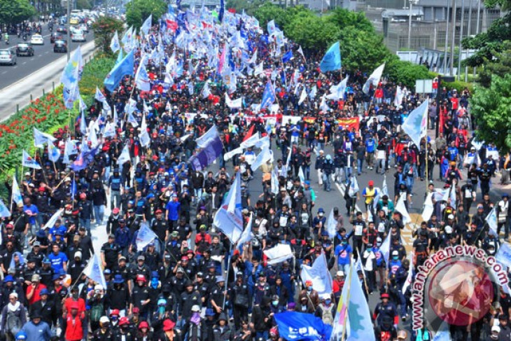 Thousands of workers in Riau island to conduct strike