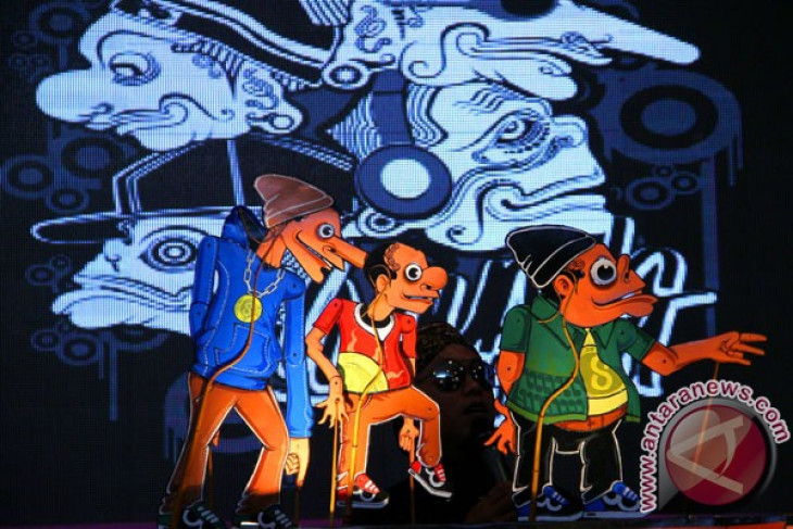 Indonesian revives national ideology with shadow puppet shows