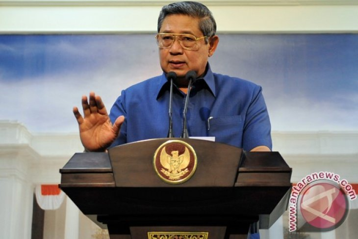 President Susilo Bambang Yudhoyono gets Lifetime Achievement Award from Hipmi