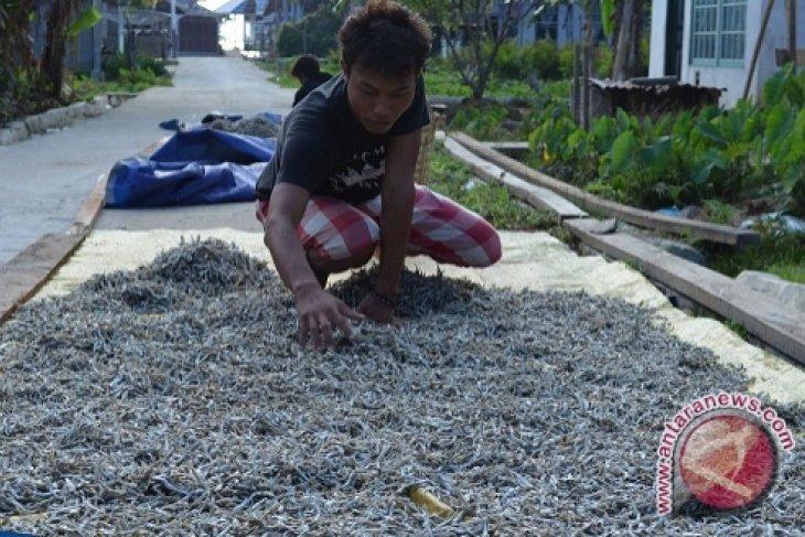 Masyarakat Pulau Lemukutan Lepaskan Diri dari Ketertinggalan