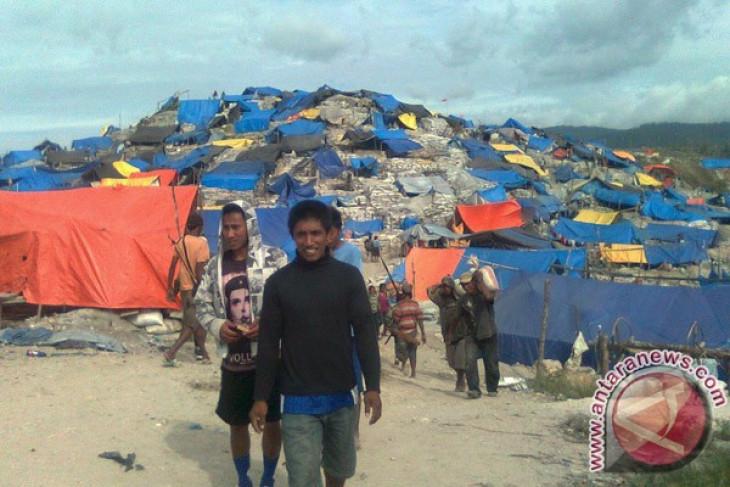 Three illegal mine workers in Maluku buried following landslide