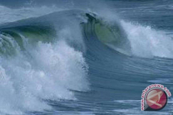 Gelombang laut di barat Bengkulu dua meter