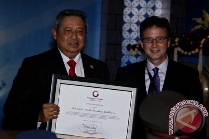 Yudhoyono`s success in developing KUR credit scheme recognized