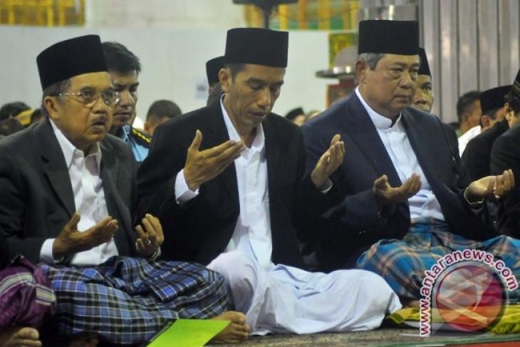 Jokowi performs Idul Adha prayer with president