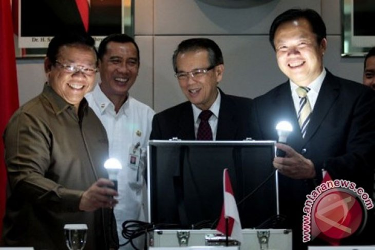 China grants 1000 solar panels to Indonesia