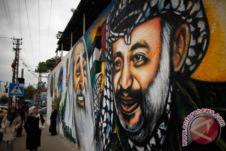 Israeli army raids W. Bank school on Arafat anniversary