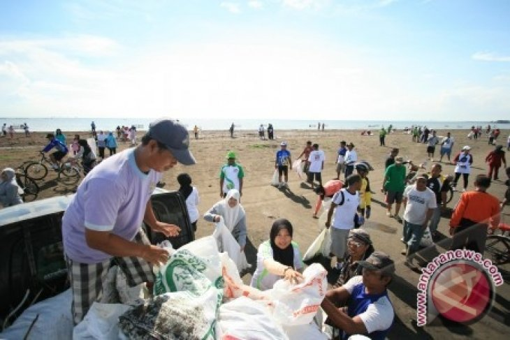 Wabup Minta Masyarakat Peduli Lingkungan Pantai