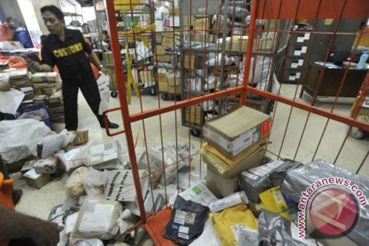 Indonesian customs agency, BNN exposes meth smuggling from Netherlands
