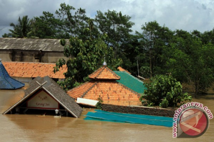 Flooding kills hundreds of people in Indonesia in 2012