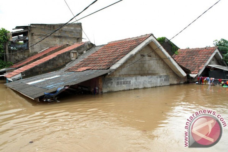 Flood kills two in Tangerang