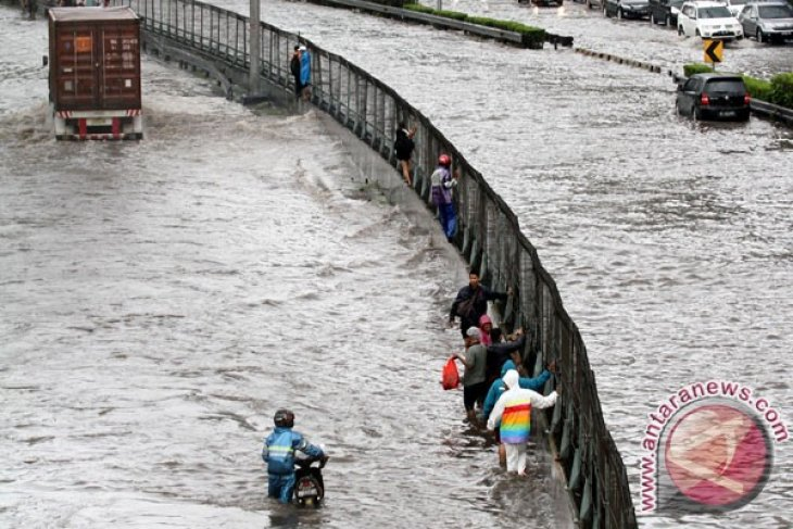 Jakarta in state of emergency following flood