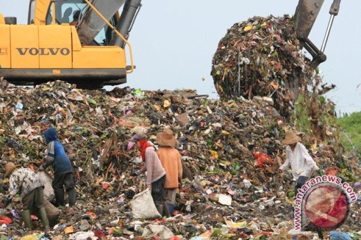 HST Manfaatkan Sampah Untuk Energi Alternatif