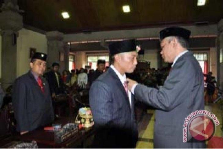Bupati Tabanan hadiri PAW Anggota DPRD