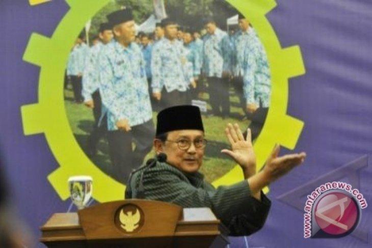 Habibie Pejabat Negara Jangan Pimpin Parpol