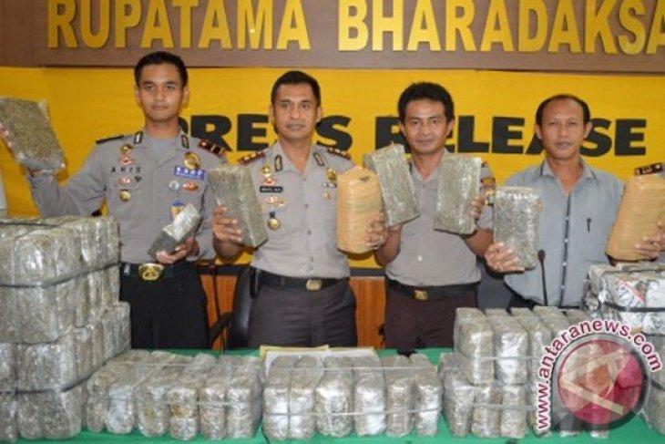 Langkat police seize three sacks of hashish