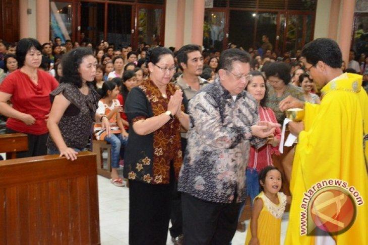Bupati Sekadau Misa Paskah di Gereja Santo Petrus dan Paulus