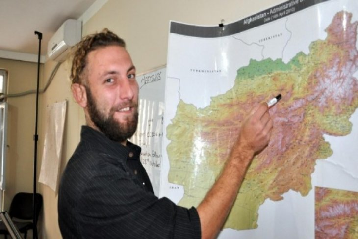 French photographer escapes Afghan kidnappers after four months