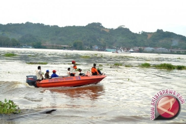 Pencarian Korban KM Karya Indah Terhambat Cuaca
