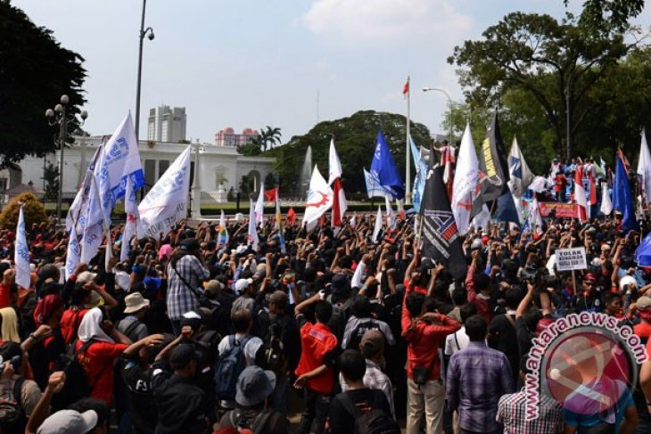Indonesian workers to rally on Tuesday for wage hike