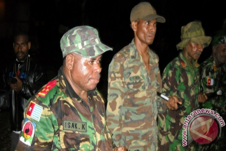Free Papua commander surrenders to Indonesian police