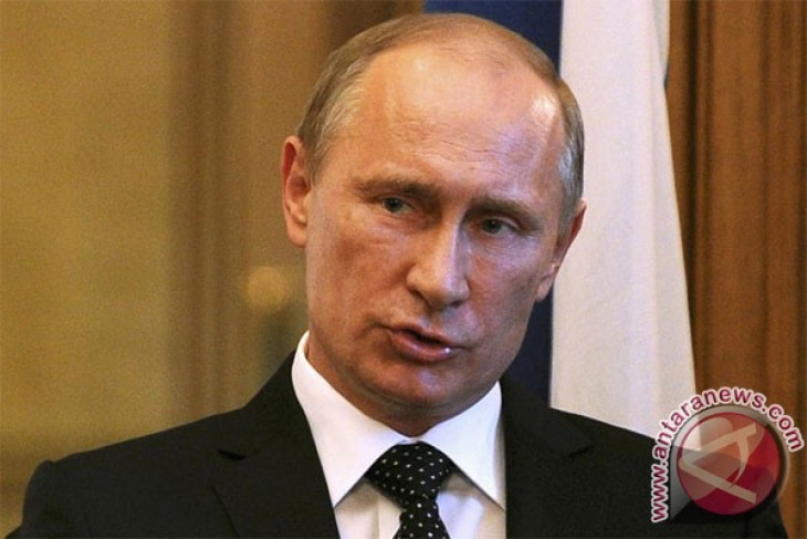 Putin accuses US of `trapping` Snowden in Russia