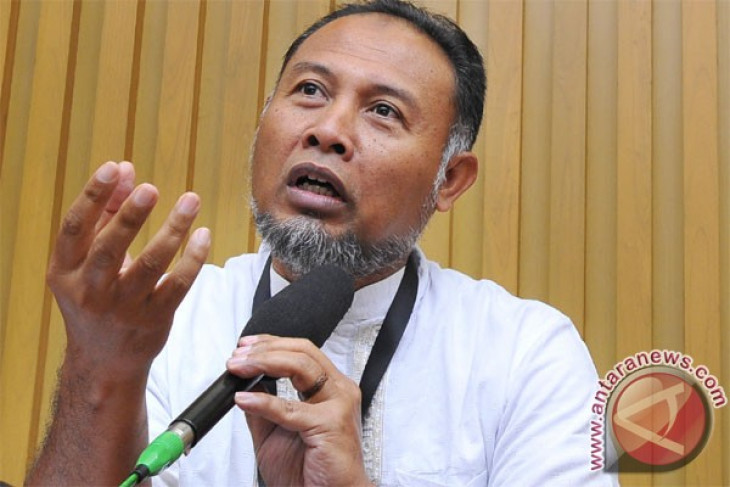 KPK to clarify new names in Fathanah`s court