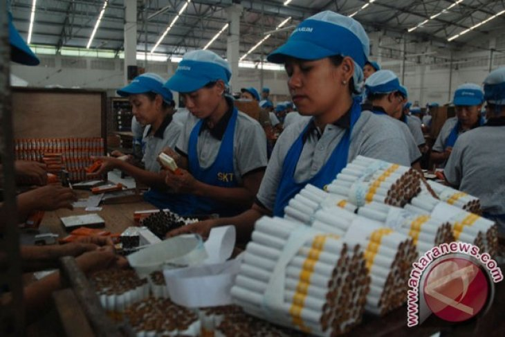Indonesia hemmed-in between benefits and hazards of tobacco