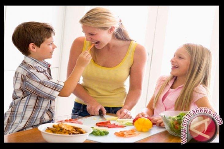 Pakar: Hindari Makan Seporsi Penuh Saat Lebaran