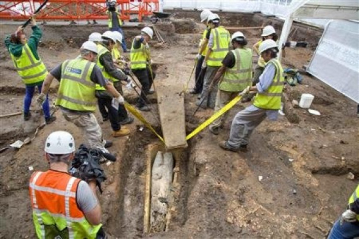 Mysterious double coffin found at King Richard III car park site