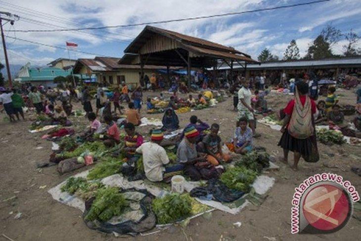 Jayawijaya District Govt ensures sufficient food stocks