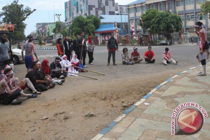 Seniman Bengkulu gelar pencucian bendera merah putih