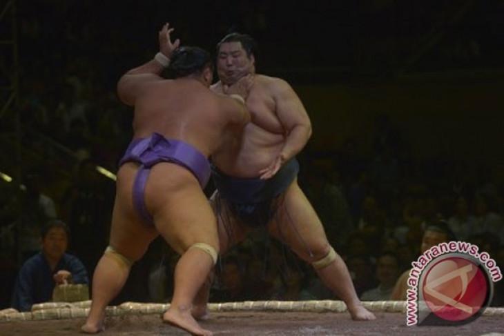 Penggemar kembali diizinkan menonton turnamen sumo di Jepang